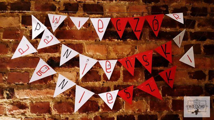 Wieczór panieński w klimatach rockabilly - połączenia kobiecych lat '50 i rock'n'rolla. Dekoracje wiszące -  biało - czerwona girlanda z napisem i grafikami w stylu pin-up. / '50, pin-up, rock, rockabilly, party, Bachelorette party, girls, night, ideas, decoration, red, black, blue,vinyl, records, pin-up, graphics, signs, paper, garland