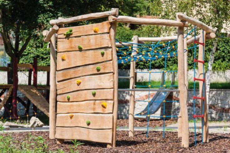 Klettergerüst Holzhof COUNTRY Achteck Kletterwand, Reckstange, Netz - Zum Hangeln, zum Klettern, zum Springen - hier können Kinder sich austoben