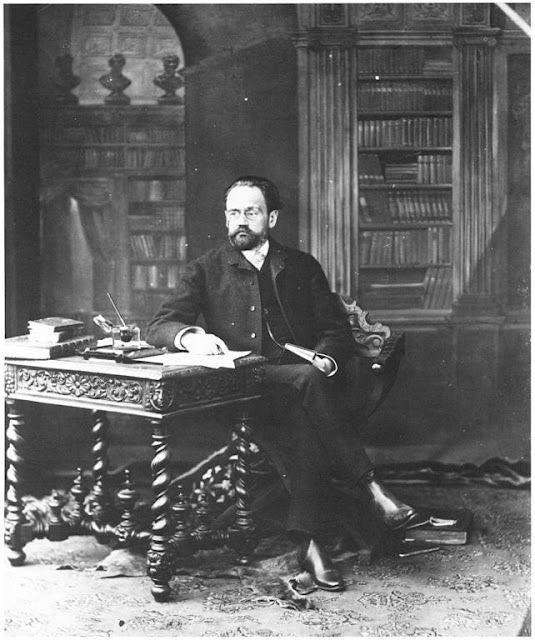 Felix Nadar's photograph of Emile Zola, 1895. (http://www.laboiteverte.fr/en/portraits-de-gens-celebres-par-felix-nadar/#)
