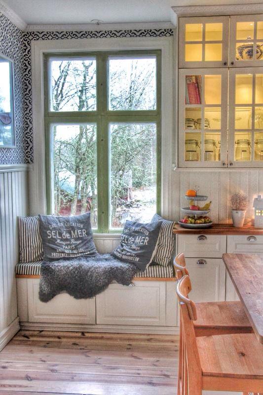 Our kitchen. Vårt lantliga kök.