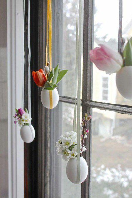 Cangkang telur bisa dibuat gantungan pot hias kecil yang diisi bunga