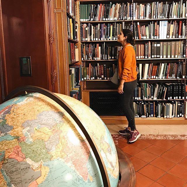 Ozge Hiz / NY Public Library, New York, traveling, globe, discover the world
