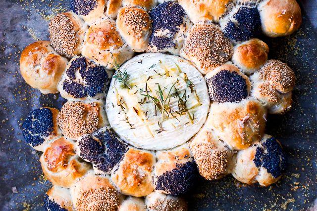 Camembert copt cu chifle pufoase - Mazilique