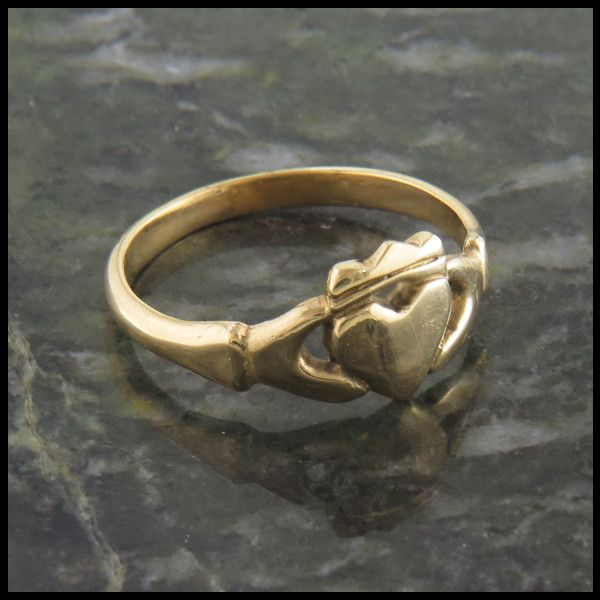 walkercelticjewelry.com - Simple Gold Claddagh Ring