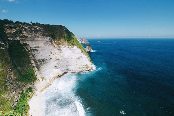 Pantai Kelingking Pemandangan Lautan Lepas di Nusa Penida Bali - Bali