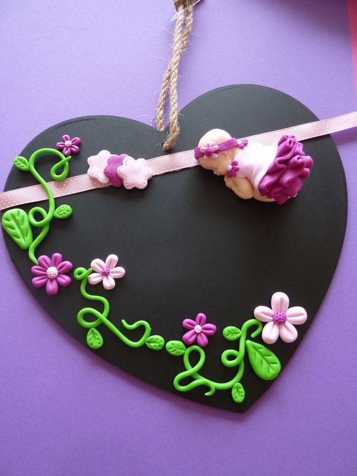 SUR COMMANDE     Création unique et originale!  Cœur façon ardoise à suspendre et son bébé fimo fuchsia et rose dragée. Accessoirisé d'éléments fleuris et d'un ruban s - 11088105