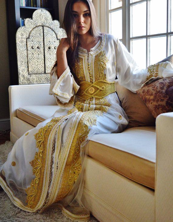 Marokkanische Modern weiß mit Gold Stickerei von MaisonMarrakech