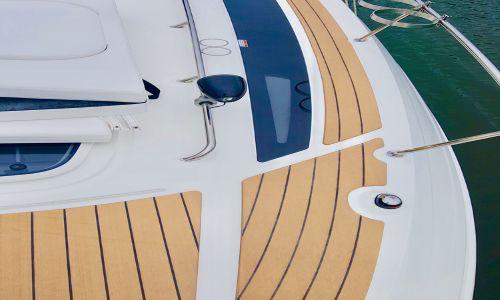 O Tapete náutico se refere a uma técnica cada vez mais utilizada em embarcações na qual se coloca um material sobre o piso original deste meio de transporte para proporcionar mais segurança, proteção e beleza.