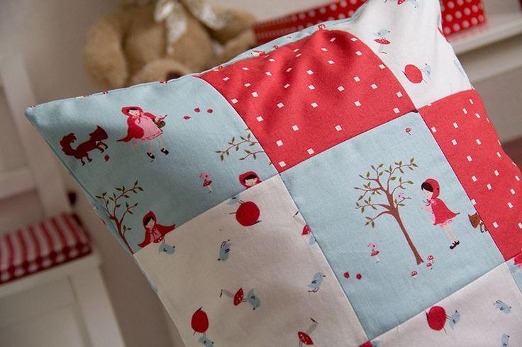 DIY Anleitung: Patchwork Kissen nähen // home diy: how to sew a patchwork pillow via DaWanda.com