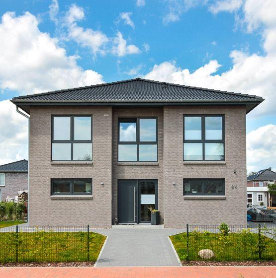 Moderne #Stadtvilla mit grauem #Klinker und #Zeltd…
