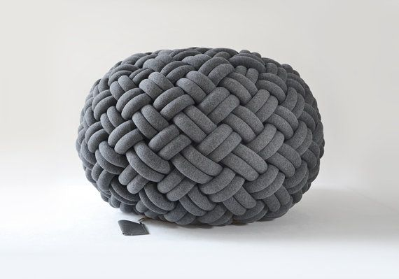 KNOTTY floor cushion (Ø 80 cm, dark grey)