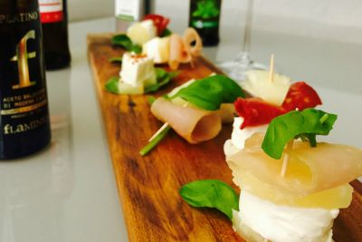 #olioflaminio #olio #flaminio #extravirgin #trevi #umbria #italy  Ingredienser: Mozzarellaost Spekeskinke Chorizo Ananas Frisk basilikum Salat blad...