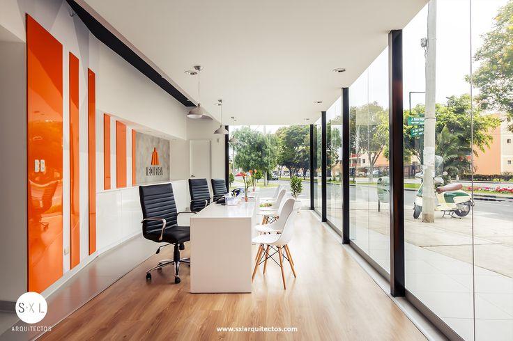 Diseño de sala de ventas para el proyecto Harmony en Lince. Área de atención al publico. Diseño de SXL Arquitectos, Lima - Perú.