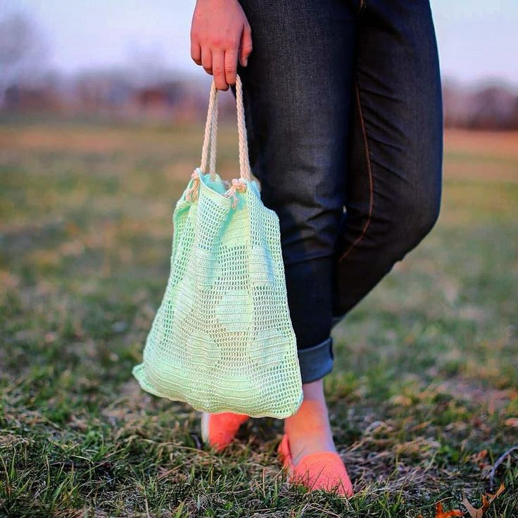 """I finally finished it! And It was a ton of fun to crochet! I found the awesome pattern for this bag in a book called """"Modern Crochet"""" and it's by Molla Mills you all should go check it out! #crochetaddict #crochetaddiction #crochetersofinstagram #crochetlove #crochet #crocheting #filetcrochet #filetcrocheting #yarn #yarnlove #yarnlover #yarnaddict #yarnlovers #yarnaddiction Pc: @hannahlynnea by crazyyarngirl_"""