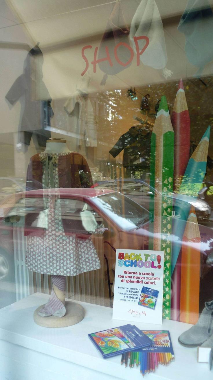 se dovete rinnovare il guardaroba dei vostri piccoli mostri, nei negozi di Amelia e PèPè a Milano una scatola di matite STAEDTLER in omaggio per ogni acquisto