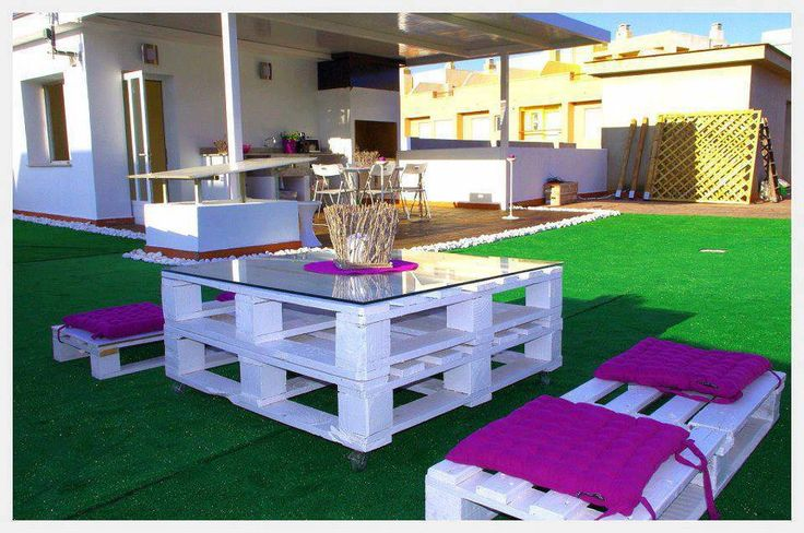 Mesa y sillas hechas con palets terrazas y piscinas for Sillas hechas de palets