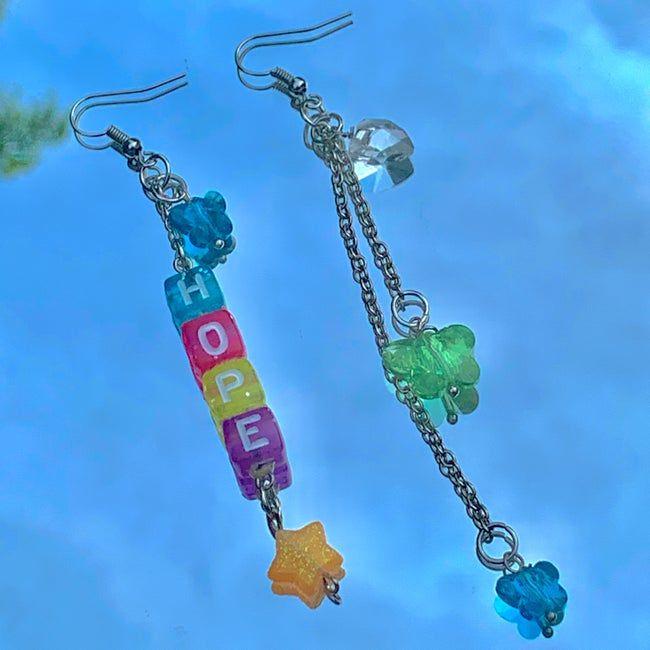 Diy Jewelry Inspiration, Jewelry Ideas, Rainbow Decorations, Indie Girl, Aesthetic Indie, Cute Jewelry, Beaded Jewelry, Jewellery, Kpop Diy