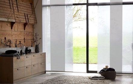 Paneelgordijnen: stijlvol voor schuifpuien en grote hoge ramen. Ook ideel om een ruimte op speelse wijze op te delen in twee - B