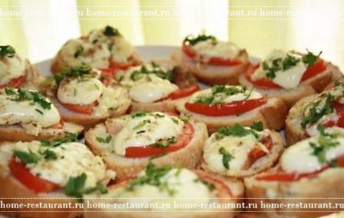 Горячие бутерброды с помидорами и беконом