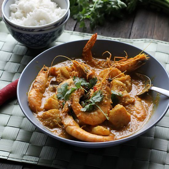 [Recipe] Kari Makanan Laut - a tangy seafood curry flavoured with tamarind and coconut. Ready in 30 minutes!