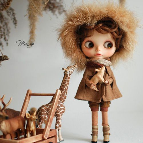 Miss yo Fluffy Winter Cape for Kenner Blythe doll - doll outfit - Brown in Dolls & Bears, Dolls, By Brand, Company, Character | eBay