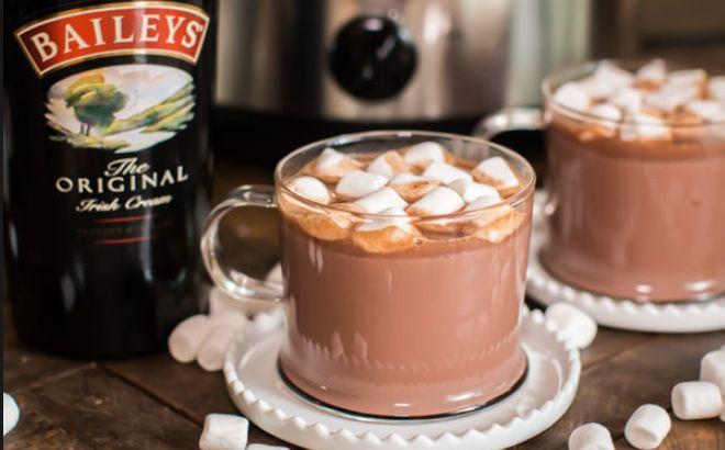 Wat doe jij het liefst tijdens de (koude) wintermaanden? Heerlijk met een kleedje op de bank kijken naar je favoriete serie of film? Of misschien een goed boek lezen? Mijn winterfavoriet is toch wel een heerlijke warme kop chocolademelk. Even een lekker genietmomentje voor jezelf! hou jij ook wel van een warme chocolademelk? Dan zou …