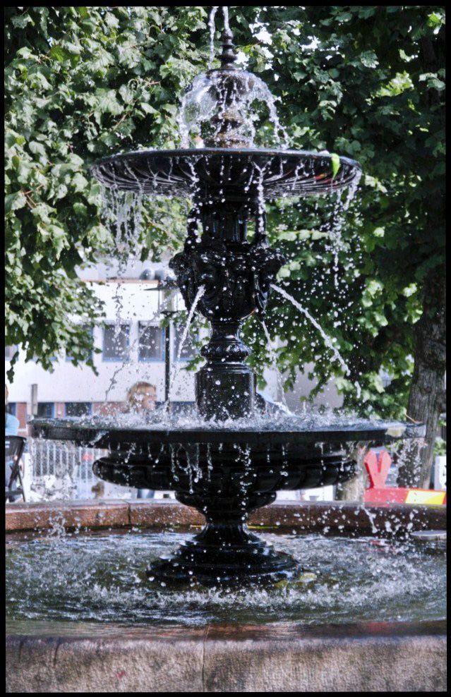 Fountain,water at a standstill. Fast shutter. Photo By. Knut Erik Blom