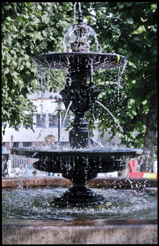 Fountain,water at a standstill. Fast shutter. Photo By. Knut Erik Blom