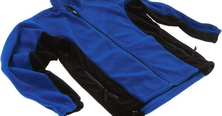 A melhor forma de lavar uma peça de fleece da Columbia. Columbia é uma empresa especializada em roupas esportivas de alta qualidade para homens, mulheres e crianças. As roupas em fleece Columbia, que vão desde casacos e calças a luvas e meias, são quentes e altamente duráveis. Essas peças, se cuidadas de forma adequada, podem fornecer calor e conforto por muitos anos. Cuidar de uma peça inclui usar a ...