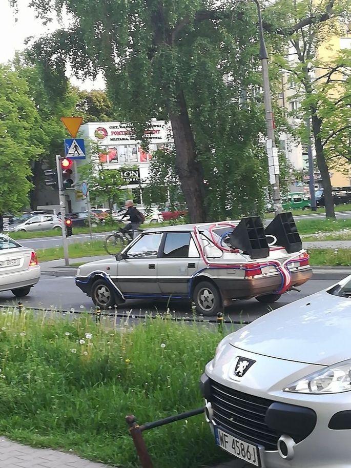 Jaki kraj, taki wehikuł czasu #wehikuł #czasu #Polonez