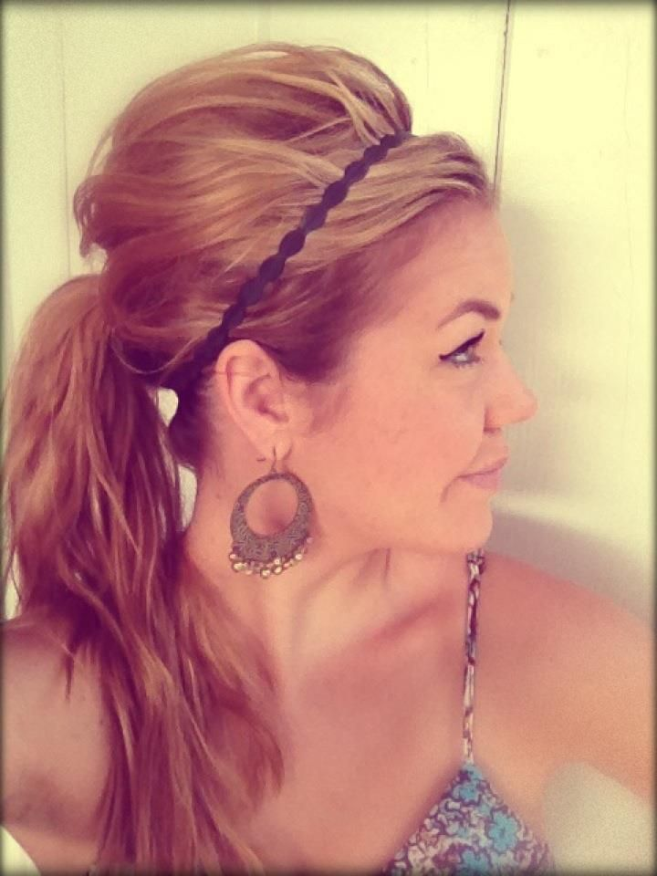 Messy Elevated Pony Tail-Actually a really good tutorial! Fun & easy- summer time