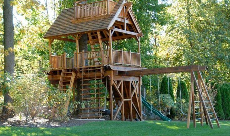 cabane en bois pour enfant avec des balançoires