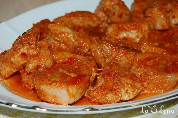 Friptura de porc in sos de usturoi, la cuptor - LaLena.ro