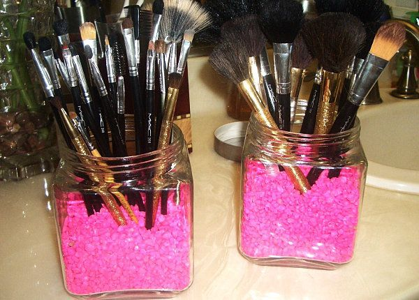 Here*s another makeup brush organizer option using two jars and some colorful neon filler, thanks to the craftiness of Fabulous Kath. Kath spotted this vibrant pink aquarium gravel while at the pet store, but if you*re more likely to be at the craft store, check the floral department for some vivid filler finds!