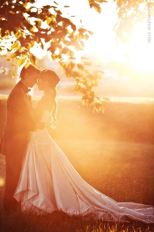 4. Into the Sun - Top 10 Most Romantic Wedding Photo Ideas ... → Wedding