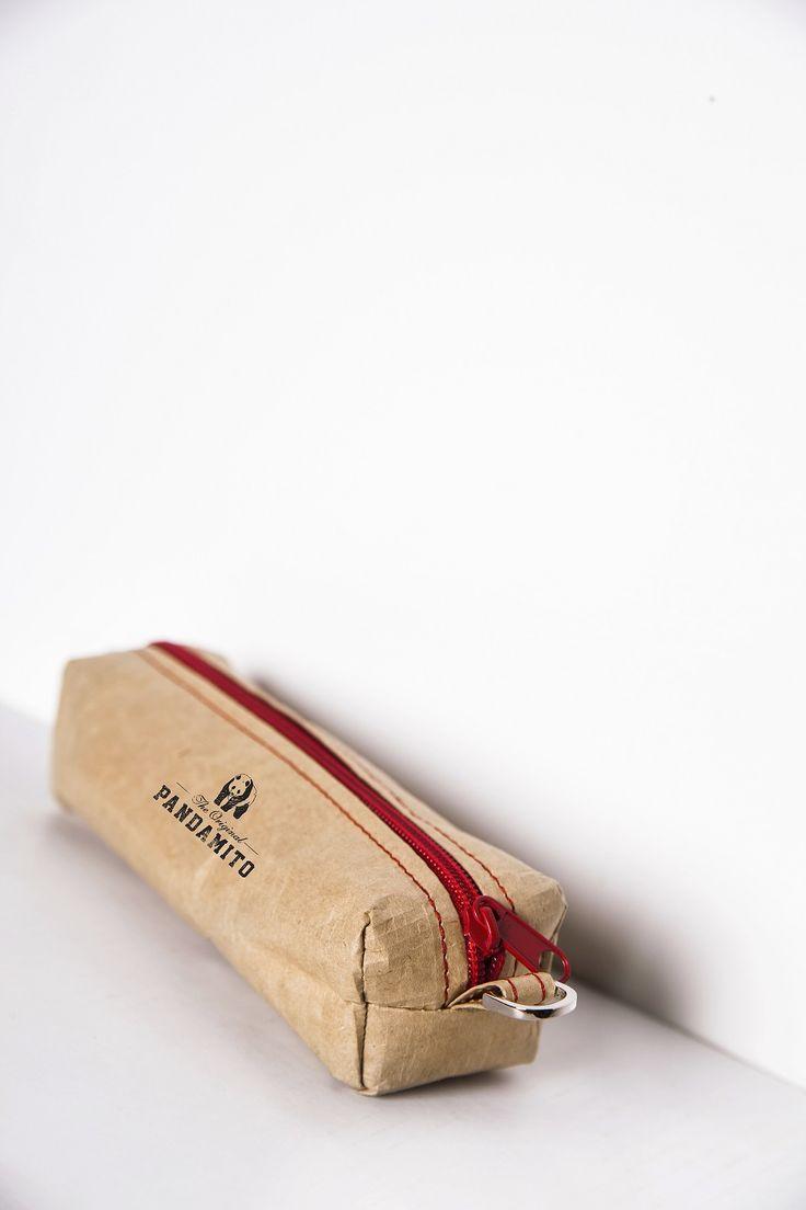 Papierowy piórnik, po którym można pisać ołówkiem, a potem wycierać gumką. Wykonany z woododpornego impregnowanego papieru - woven paper