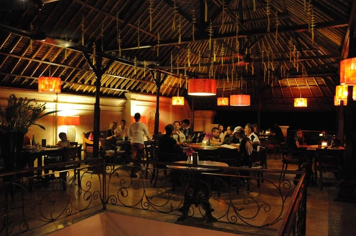 Casa Luna Restaurant, Ubud, Bali. My favorite place to eat, so intimanate...It's a restaurant and Cooking School. Really love this place <3 ~ previous pinner, though I've enjoyed meals and live music there too