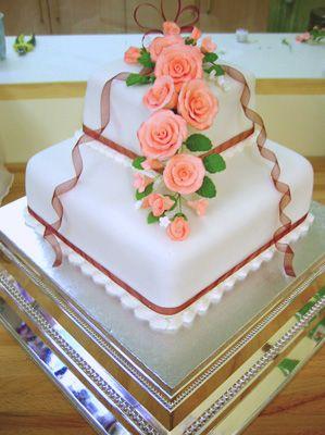 Pastel de bodas pisos con rosas