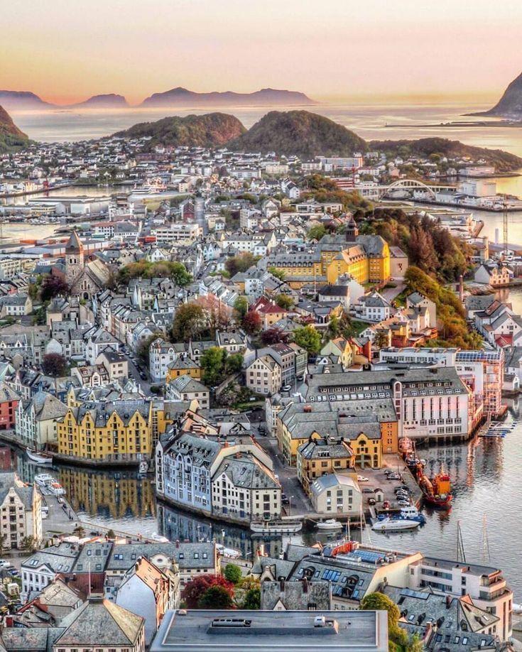 "Alesund The rooftops of Norway  (: @maysan2611)"""