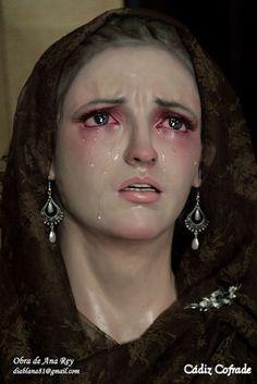 Virgen de la amargura. Escultura de Ana Rey. La dolorosa se modeló en barro y cuando estuvo terminada, se sacó un molde y pasó a escayola dental. Fuente: http://www.cadizcofrade.net