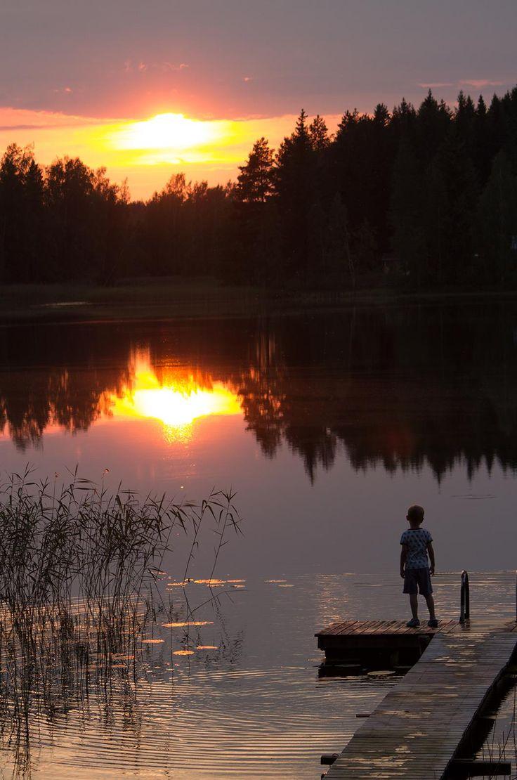 Lake District Saimaa, Finland #saimaamoments Pienimies ihmettelee auringonlaskua