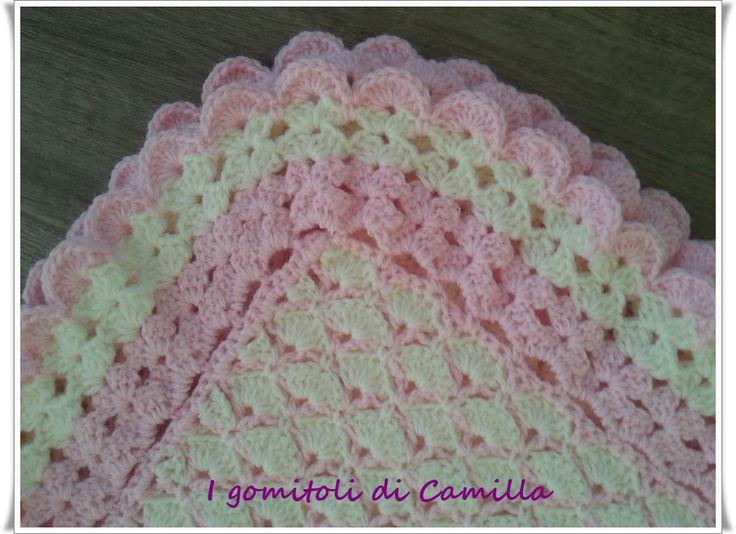 Copertina con ventaglietti bianchi e rosa