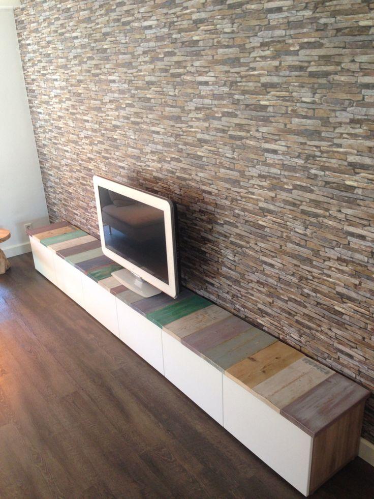 Ikea hack. 3x besta 120m tv meubel met plank van steigerhouten delen. Plankjes geverfd- gescheurd en gelakt en bevestigt op mdf plaat.
