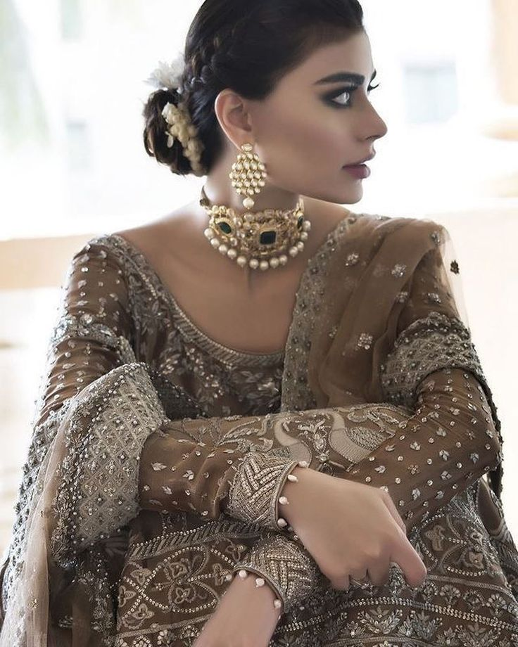 """5,867 Likes, 17 Comments - Indianstreetfashion (@indianstreetfashion) on Instagram: """"Braided bun and choker loving .. it always amazes us to no end .. how traditional Indian jewellery…"""""""