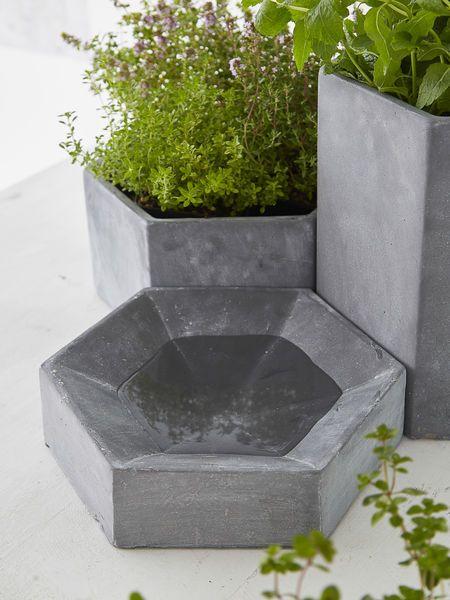 Hexagonal Concrete Bird Bath #nordichouse #concrete #birdbath
