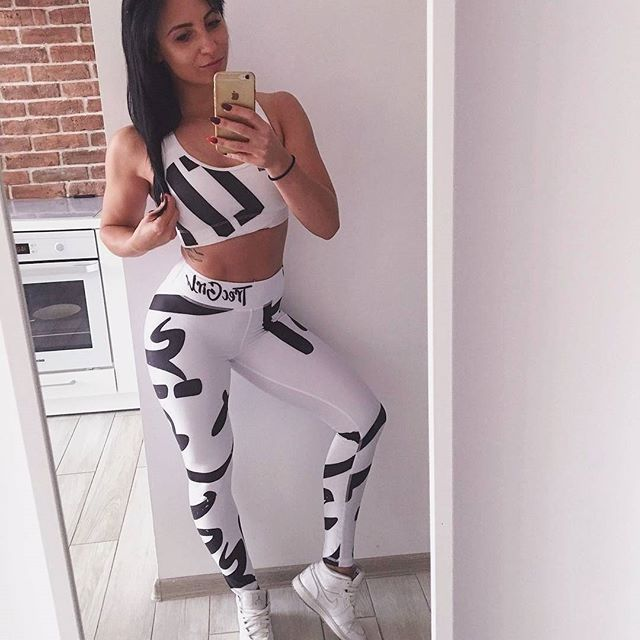 Śnieżynka :D Jak Wam się podoba ten zestaw? :) A na www nowy artykuł o tym, jak dbać o włosy:  http://trecgirl.pl/jak-dbac-o-wlosy/  #selfie#fit#fitness#gym#bodybuilding#bikini#bikinifiness#fitnessmodel#diet#eatclean#jordan#gymwear#legs#workout#motivation#inspiration#sport#polishgirl#shape#body#picoftheday #fitinspiration #instafit #fashion #stylizacje #stylizacja #stylisation #dieta #moda #instablogger @patii_b_ @trecwear @trecnutrition