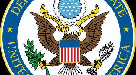 """Посолството на САЩ публикува на официалната си страница в интернет """"Спешно известие"""" с което призовава гражданите на шест държави от Близкия изток и Африка да не кандидатстват за американска виза в консулството и да не плащат такси за тази процедура. (Бел.ред. - в текста не се споменава Сирия - седмата държава от решението на президента Доналд Тръмп.) Уведомлението засяга и хората с двойно гражданство включително такива на българско и на някоя от изброените страни. Федерален съдия нареди в…"""