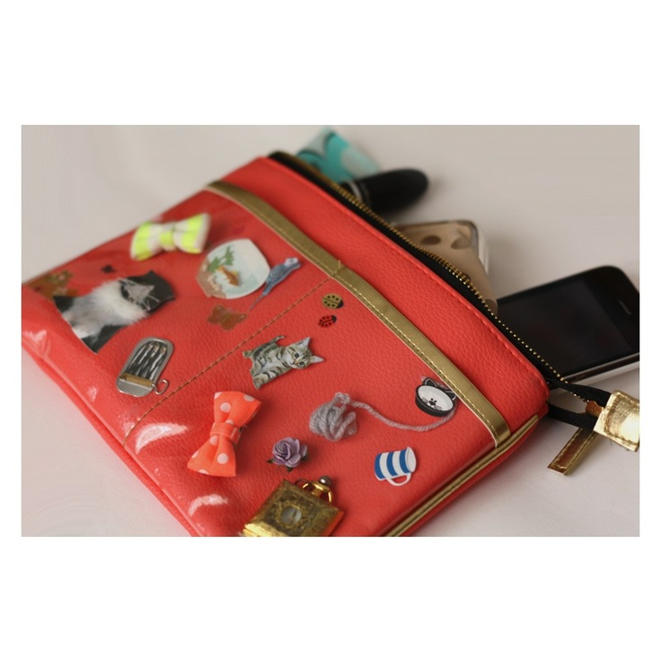 This Clippy purse looks soooo sweet (and very useful)