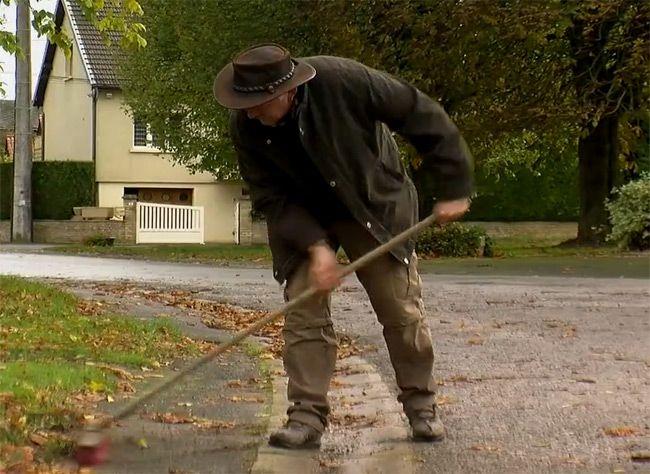 Quelques conseils en vidéo pour recycler les feuilles mortes au jardin, avec les conseils d'Hubert le jardinier.