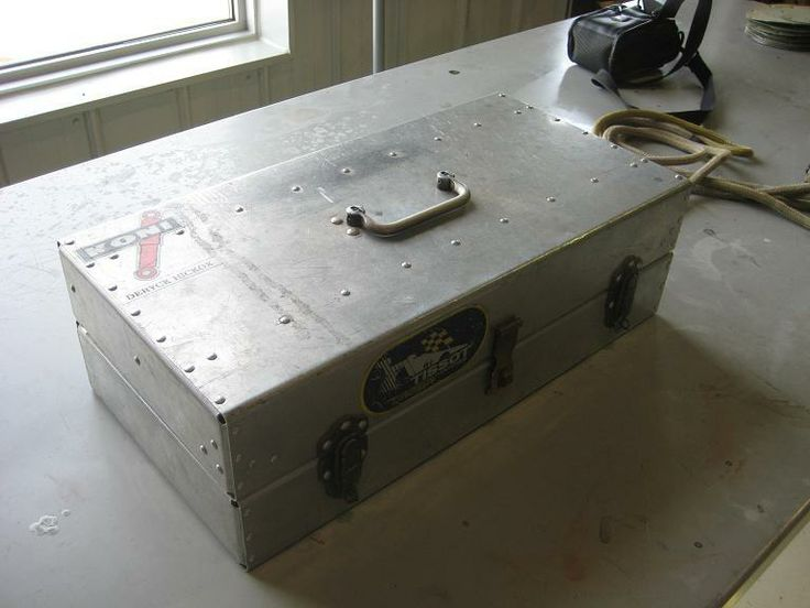 how to clean aluminum tool box